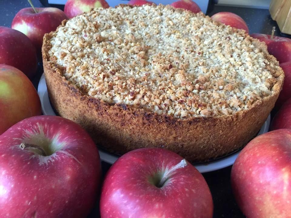 Apfelkuchen mit Sahneguss und Nussstreusel