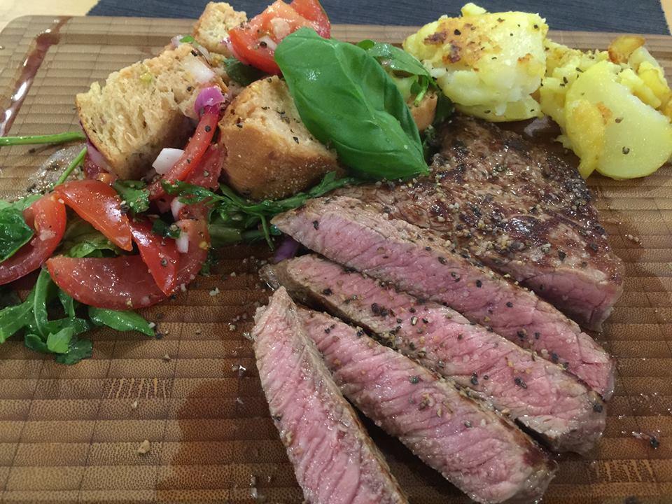 Tomatenbrotsalat mit Steak leicht, lecker total simpel und einfach DIY