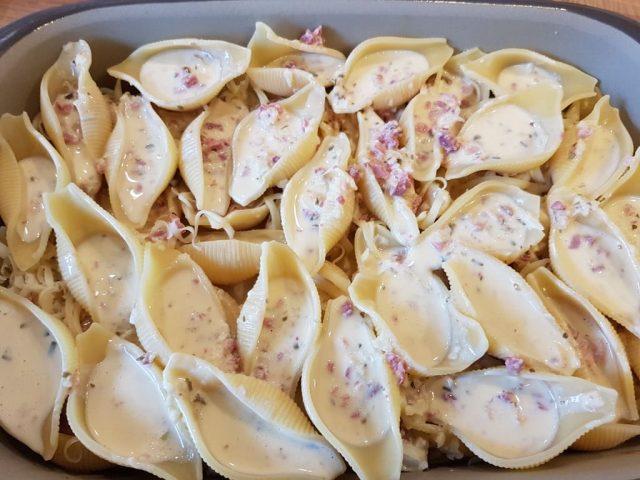 Gefüllte Conchiglioni Elsässer art aus der rechteckige Ofenhexe®