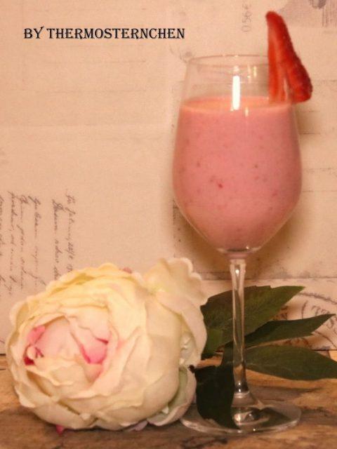Lassi von der Erdbeere - die Erfrischung für die heißen Tage -