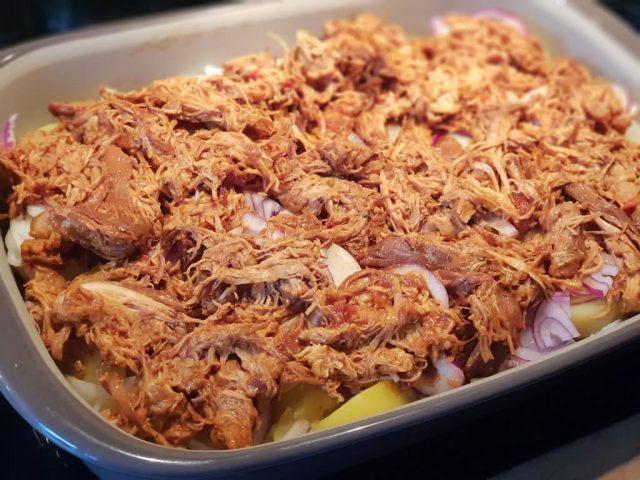 Pulled Pork Auflauf in der großen Ofenhexe