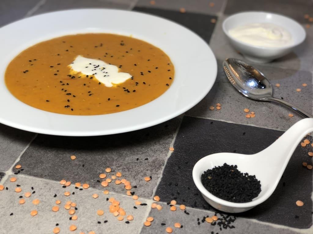 Rote Linsen Suppe mit Kokosmilch