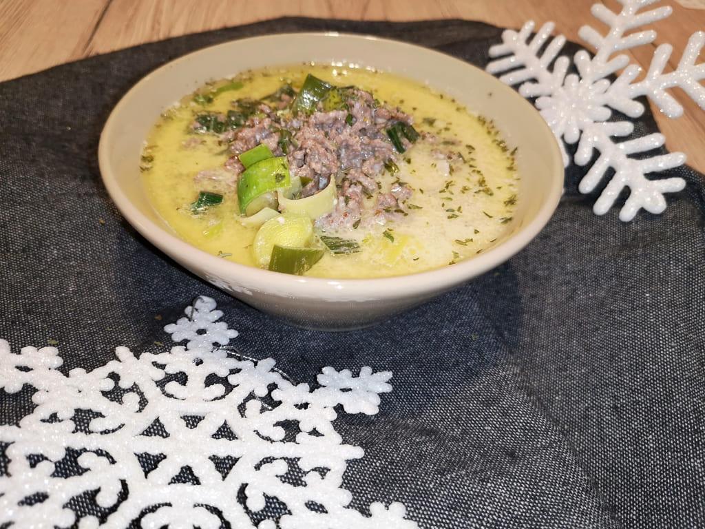 Hackfleisch-Käsesuppe mit Lauch aus dem Ofenmeister