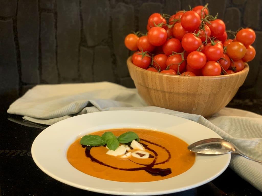 Tomatensuppe - kalorienarm, aromatisch und lecker -