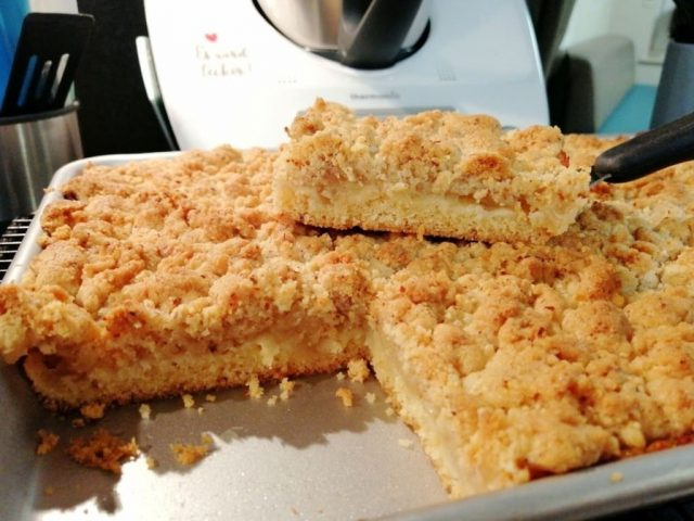 Apfelkuchen mit Mandelstreusel vom mittleren Backblech