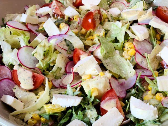 Joghurt Sommerdressing perfekt für gemischte Salate