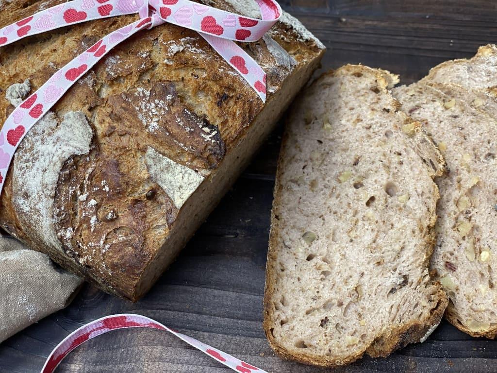 Dattel-Walnuss-Brot