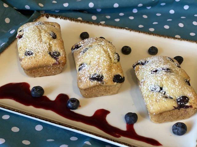 Blaubeer-Küchlein aus der Mini-Kuchenform