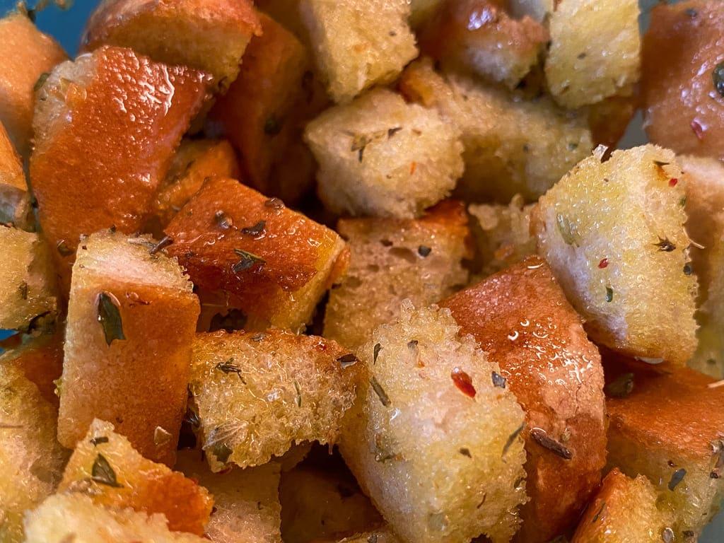 Selbstgemachte Croutons - Rezept für den Deluxe Air Fryer -