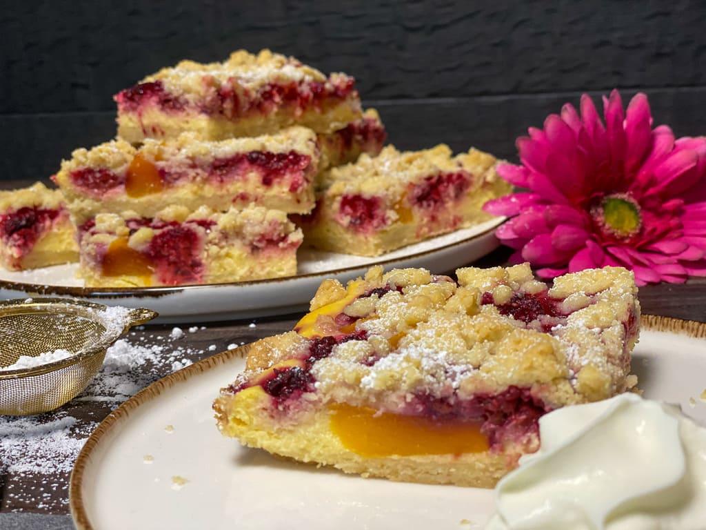 Pfirsich-Melba-Streuselkuchen